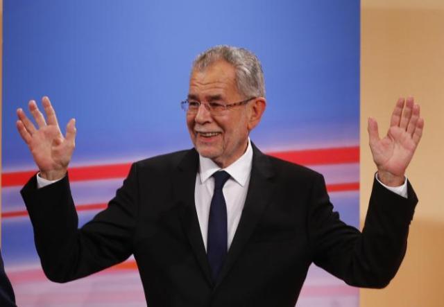 Il candidato alla Presidenza dell'Austria, il leader dei Verdi Alexander Van der Bellen, il 4 dicembre 2016 (ph. Reuters / Leonhard Foeger).