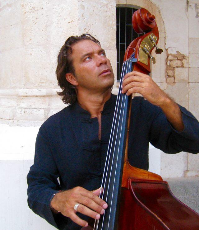 Pescara, il Concertango – Recordando a Piazzolla del Roberto Pomili Trio il 30 settembre all'Anfiteatro Cerulli di Pescara.
