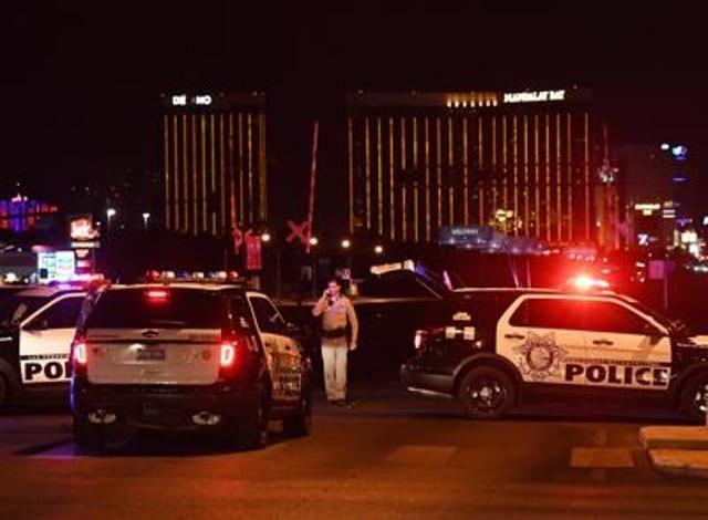 America sotto choc per la strage al concerto di Las Vegas, la più tremenda carneficina commessa da un singolo. Uccise 58 persone. Centinaia di feriti.