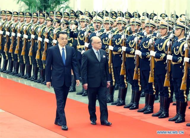 Il premier cinese Li Keqiang e il primo ministro francese Bernard Cazeneuve a Pechino (ph. Xinhua / Yao Dawei)