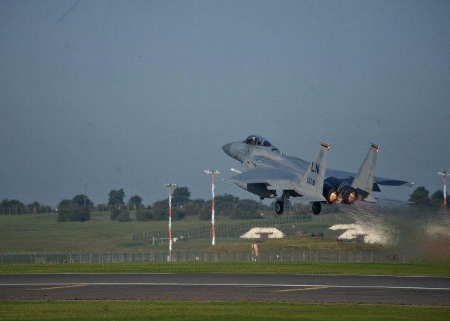 Uno dei FIghter F-15C schierati dagli Usa in Lituania per spiare Zapad, le grandi manovre russe nello scenario Baltico (ph. Twitter).