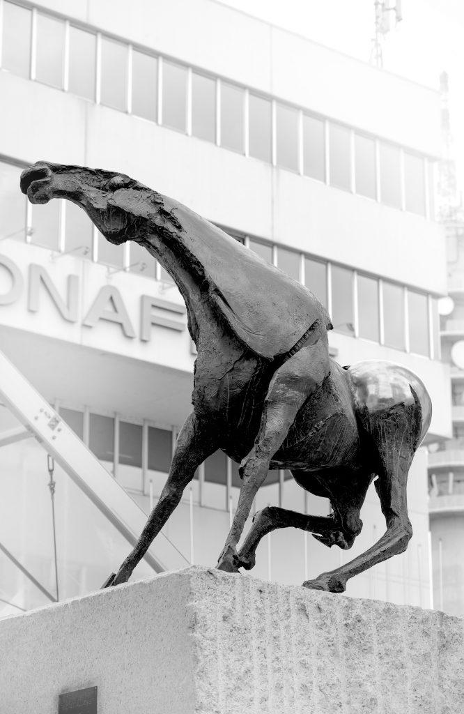 """Veronafiere, la statua equestre del """"cavallone"""" realizzata da Nag Arnoldi."""