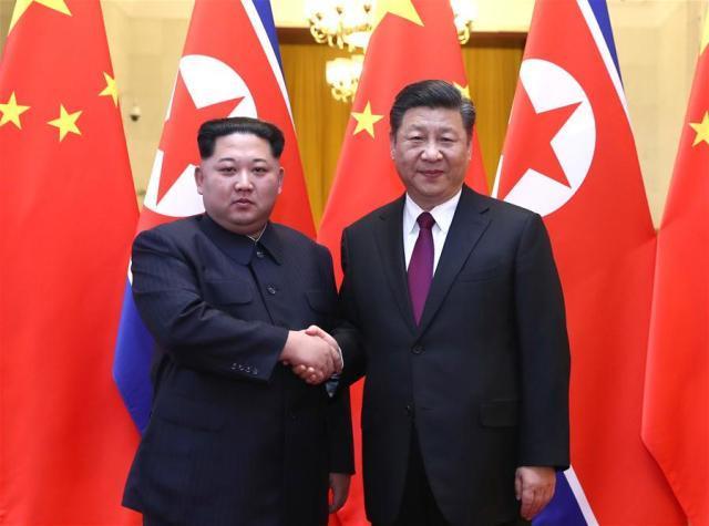 Il presidente cinese Xi Jinping e il dittatore della Corea del Nord Kim Jong Un durante il loro incontro a Pechino tra il 25 e il 28 marzo (ph. Xinhua/Ju Peng).