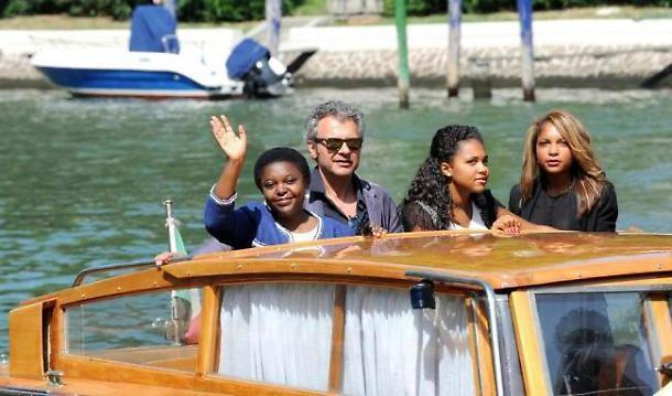 Cecile Kyenge e le figlie al Festival del cinema di Venezia.