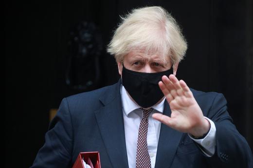 Governo Johnson criticato su gestione pandemia